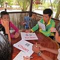 中文課結束後,孩子們還是熱烈地彼此交流語言.JPG