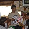 課程結尾我們請每個孩子分享他圖畫的內容,還有為什麼想畫這些東西.JPG