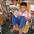 他們都很喜歡讀故事書.JPG
