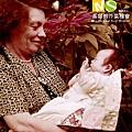 孫師母抱嬰兒