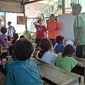 台灣孩子與實習生跟與院童們相見歡