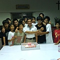 孩子們為曾老師慶祝八八節