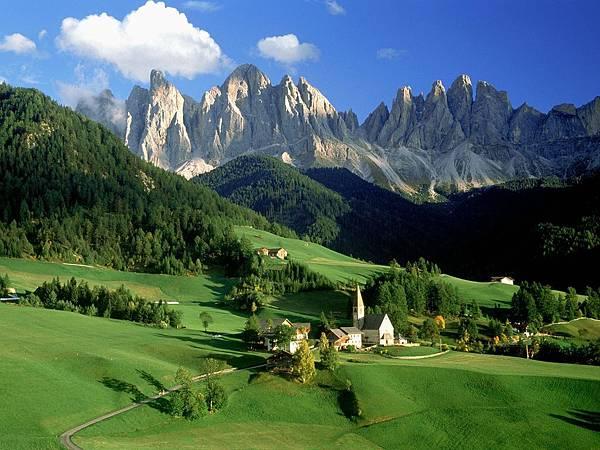 Val_di_Funes_Dolomites_Italy