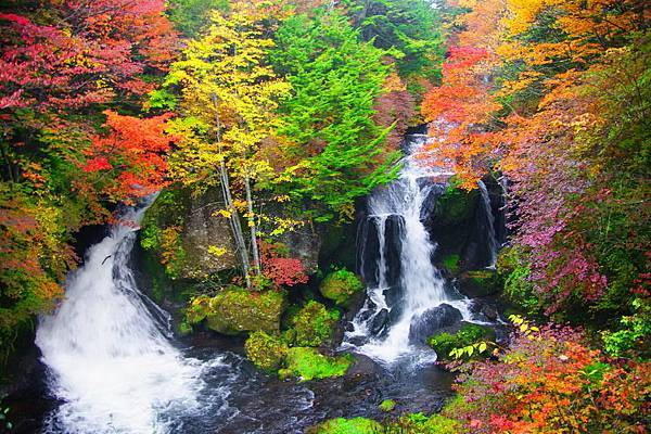 Autumn waterfall(1)