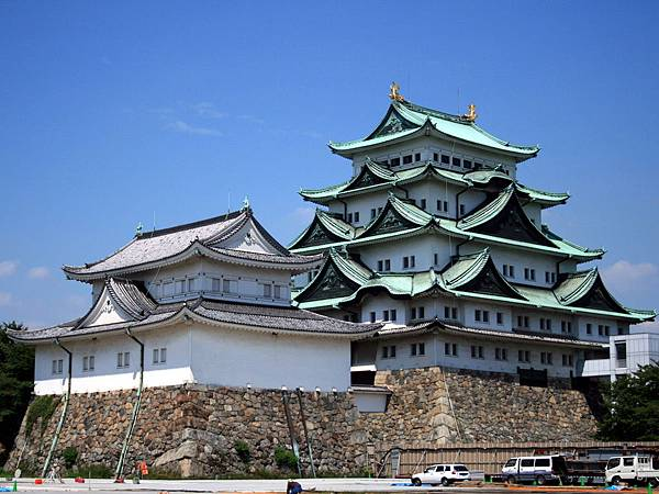 06-02-02 Nagoya Castle - another view.jpg