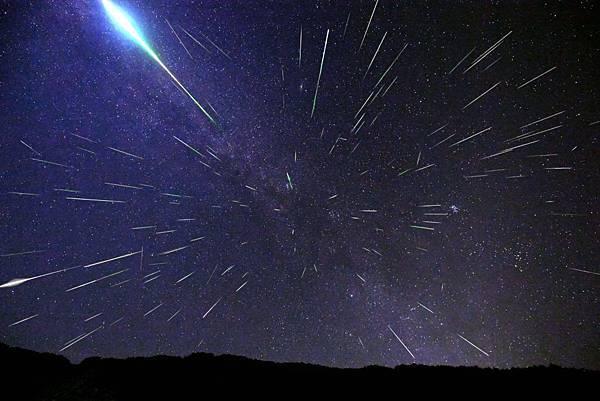 ペルセウス座流星群2016%E3%80%80極大の夜-撮影者:及川聖彦-1024x683.jpg