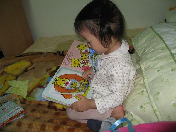 看我喜歡的巧虎書,太開心了~~