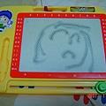 這是我用我最愛的畫畫板所畫的==>媽咪~~
