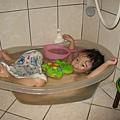"""我喜歡用這種""""飄浮""""的方式來洗澡~~"""