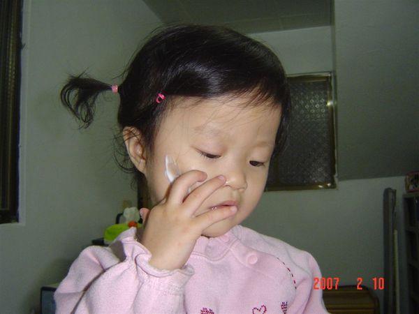 2) 再輕輕的點在你的小臉上