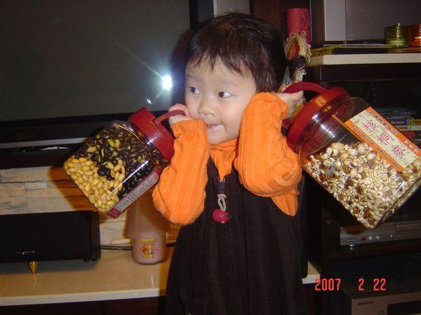 那~~大姨,這兩大桶也可以讓我帶回去嗎?