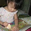 這是巧虎可以撕貼的書~~我也很喜歡呢~~