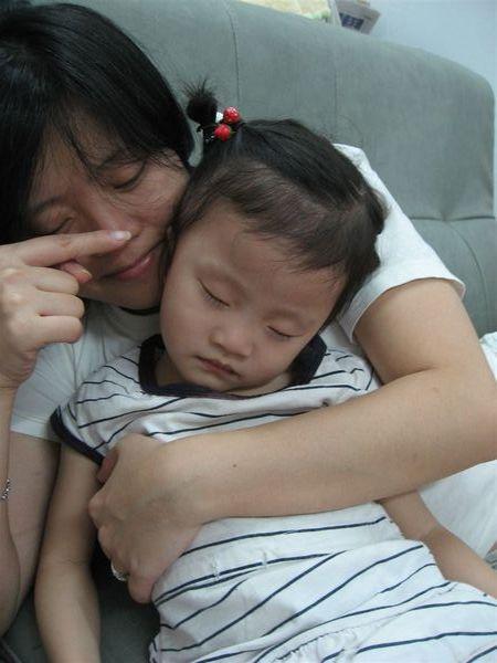 媽咪:『噓~~ 主兒不小心睡著了』