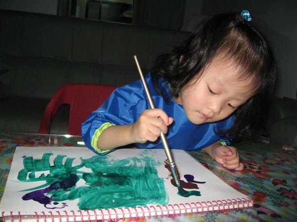 還有水彩筆,我也很愛畫,只是不太好控制