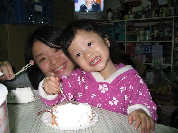 小阿姨~~蛋糕好好吃喔~~