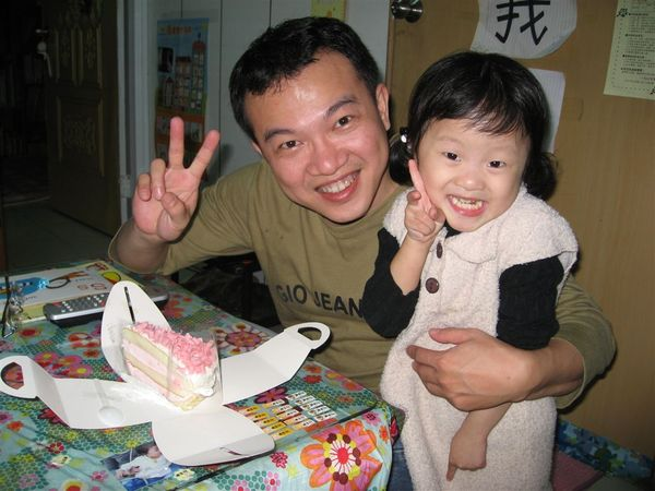今天是我爸比生日,我選了一個小蛋糕給爸爸過生日