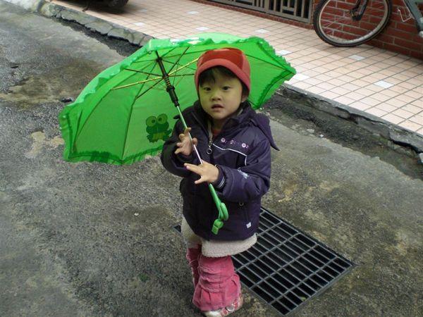 下雨時媽咪就會幫我準備它~