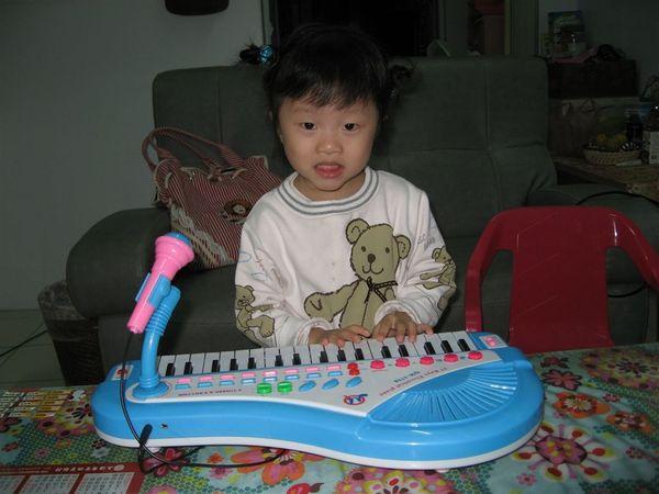 對了,我還想彈琴