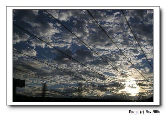 (1) 車窗內的日破雲頭.jpg