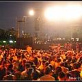 (13)七點多八點就開始有人聚集在主舞台前
