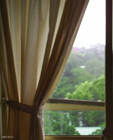 自己的房間裡看雨景02