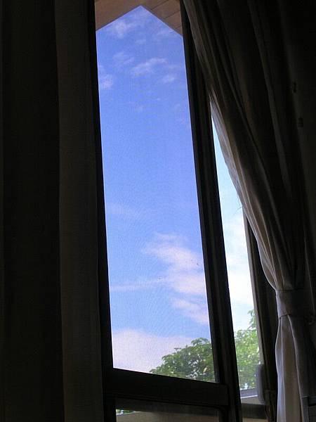20051010-房間裡 拍天空