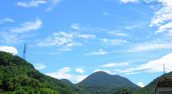 20060730-陽台外, 雲與天空與紗帽山