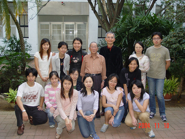 與陳多老師 同學們合照(2)