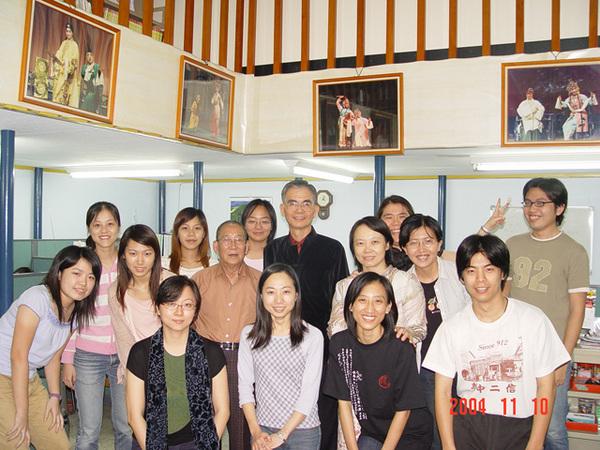 與陳多老師 同學們合照(4)