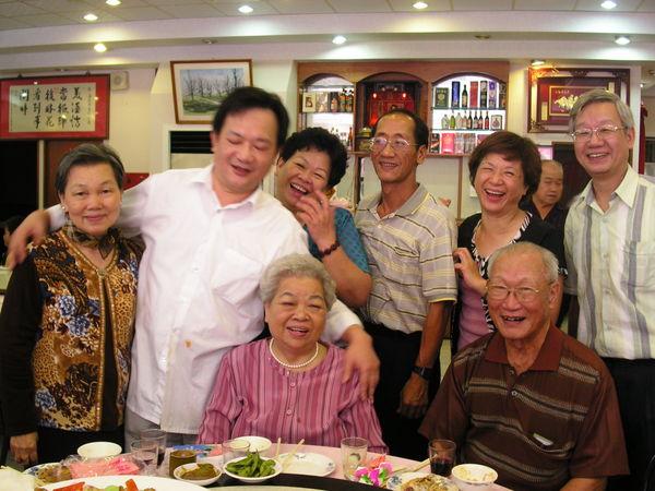 外婆八十壽宴的合照 (1)
