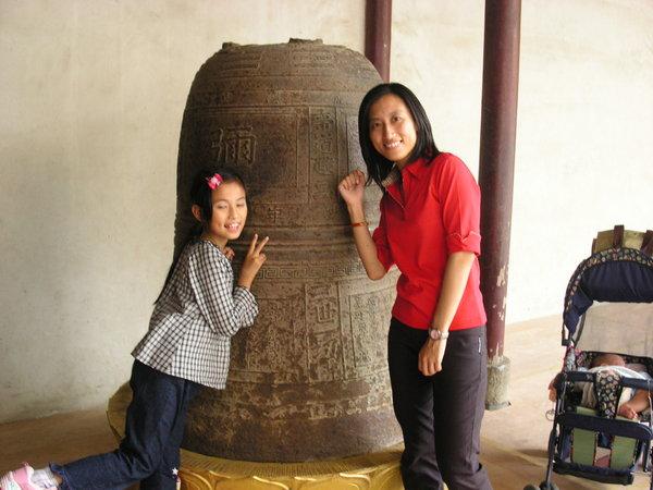 29 龍山寺 (4) 還是老鐘與小茗~小茗眼飄了
