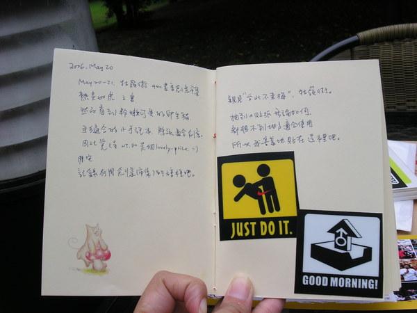 (2) 貼起來有點害羞的米奇鰻贈品