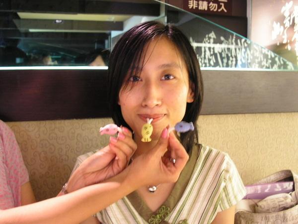 20050822 (2) 貓吃魚Again.JP