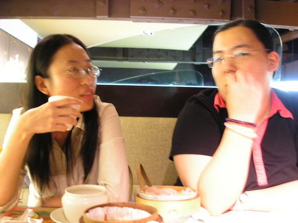 20050822 (13)  邊吃邊談.JPG