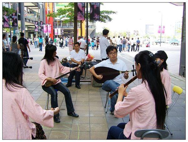 20061007 香堤大道出團賣藝 (3).jpg