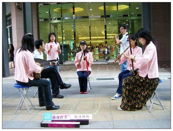 20061007 香堤大道出團賣藝 (7).jpg