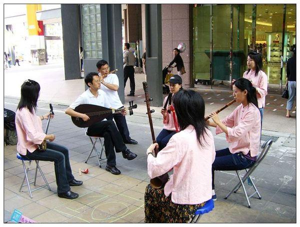 20061007 香堤大道出團賣藝 (9).jpg