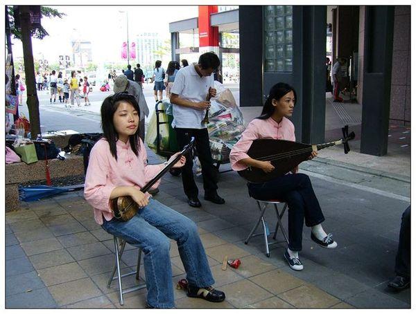 20061007 香堤大道出團賣藝 (19).jpg