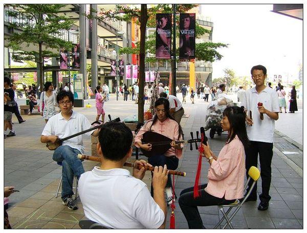 20061007 香堤大道出團賣藝 (21).jpg