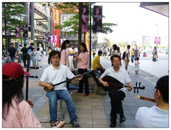 20061007 香堤大道出團賣藝 (28).jpg