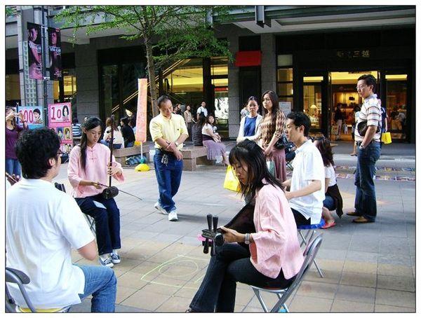 20061007 香堤大道出團賣藝 (29).jpg
