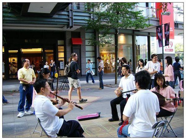 20061007 香堤大道出團賣藝 (32).jpg
