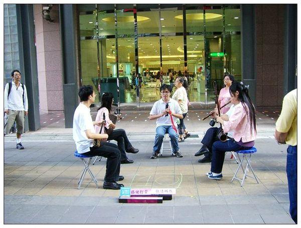 20061007 香堤大道出團賣藝 (33).jpg
