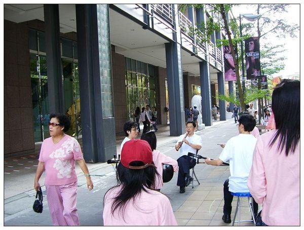20061007 香堤大道出團賣藝 (35).jpg