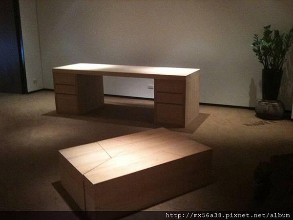 大書桌與收納箱