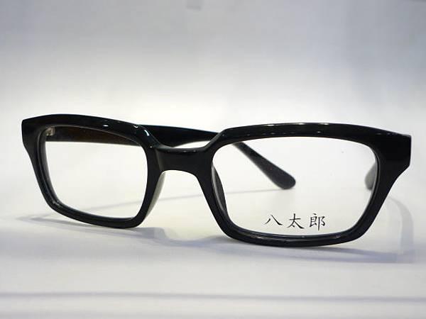 黑膠鏡框1000元