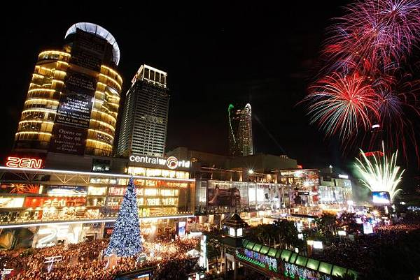 TAT-New-Year-Countdown-at-CentralWorld-640x427