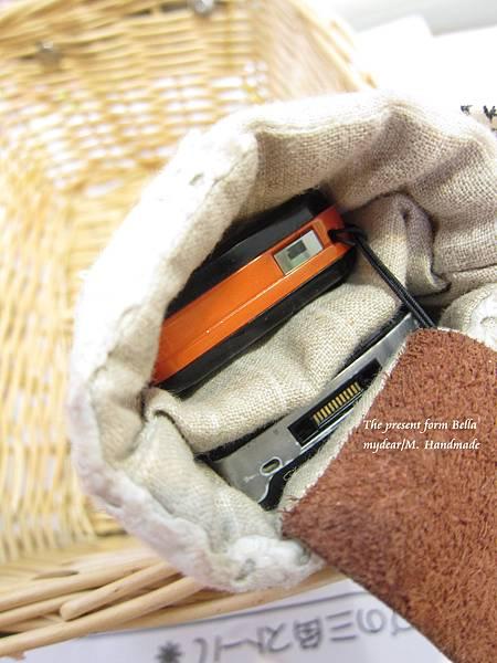 2011/06/24 超愛的雙手機套禮物from Bella