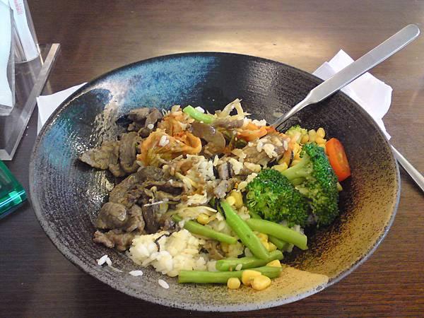 真鍋-牛肉拌飯.JPG