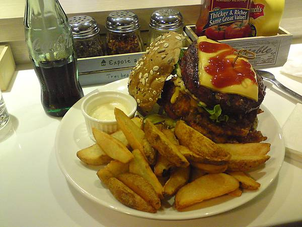 6oz-巨無霸雙拼起士漢堡.JPG